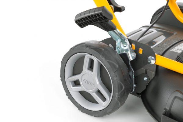 Stiga MULTICLIP 47 SQ mulching lawnmower