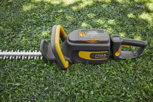 Stiga SHT 700 AE battery hedge trimmer