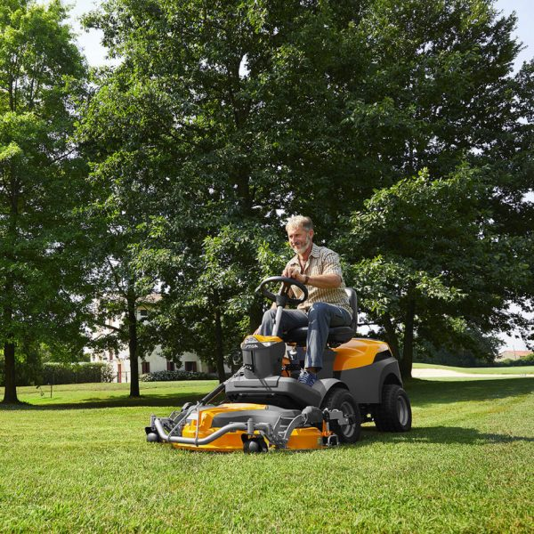 Park 640 P W X Stiga out front mower