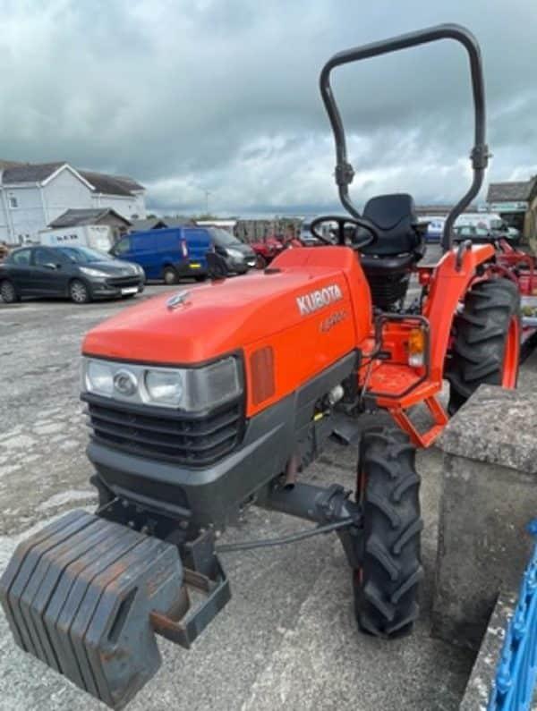 Kubota L3200D tractor